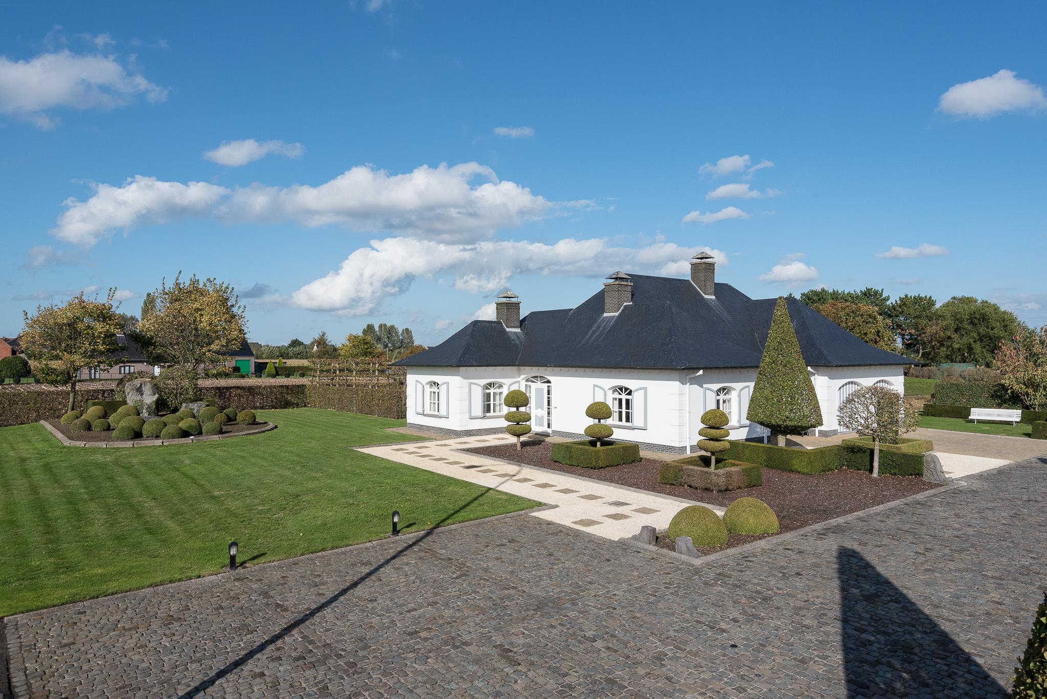Prachtige villa met landbouwgrond TE KOOP