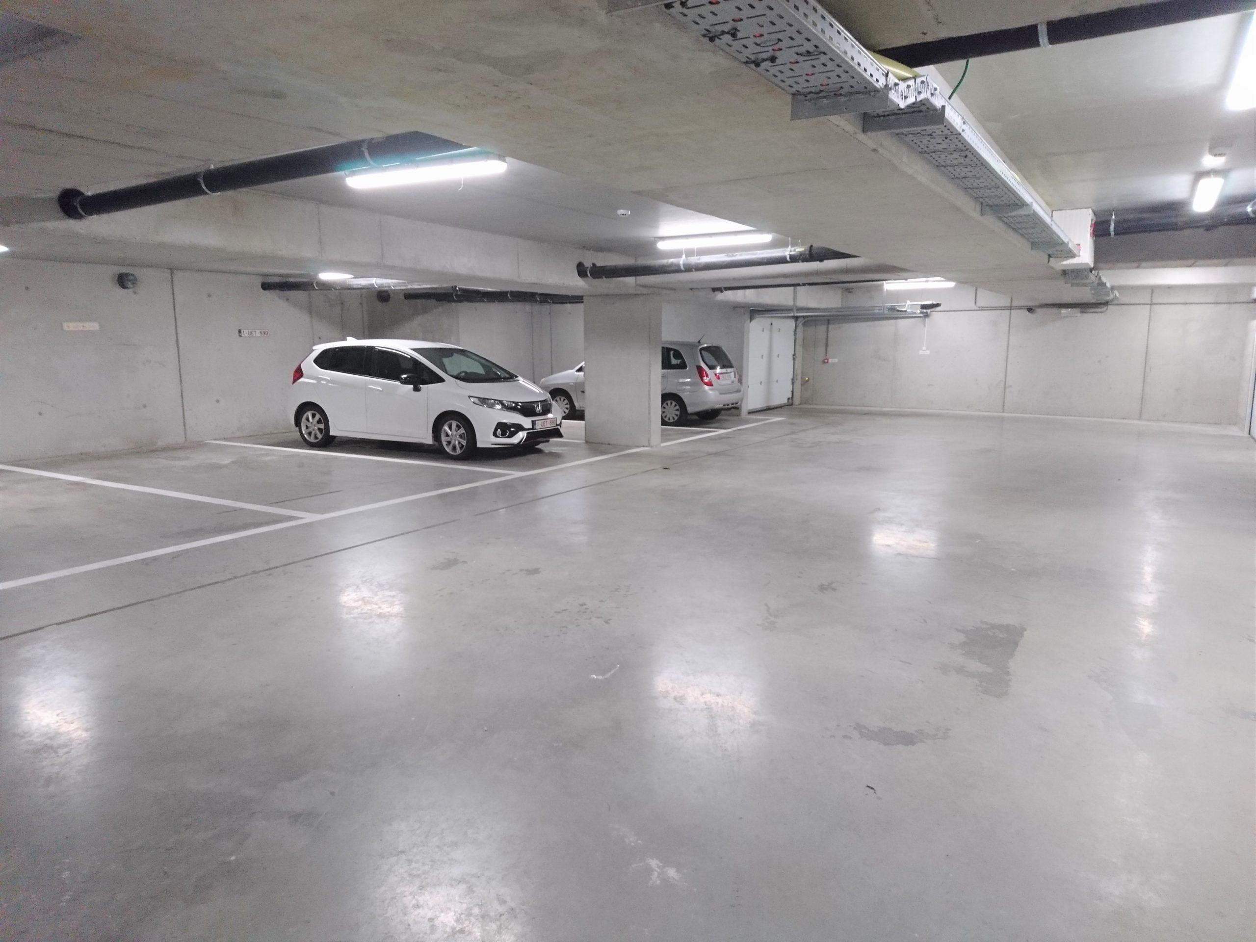 Boven- en ondergrondse staanplaats in centrum Waarschoot